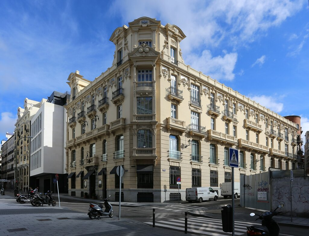 Madrid. Building of the Spanish paper company (Edificio de la Papelera Española)