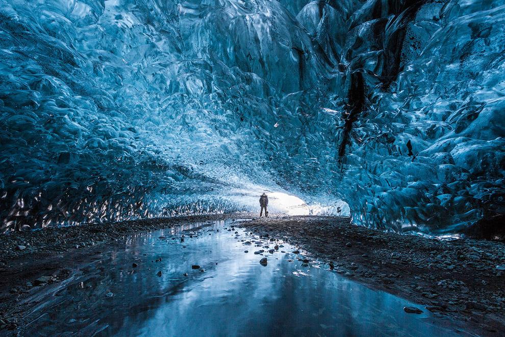 6. Термальные ледниковые пещеры встречаются в Исландии, Гренландии и достигают значительных раз