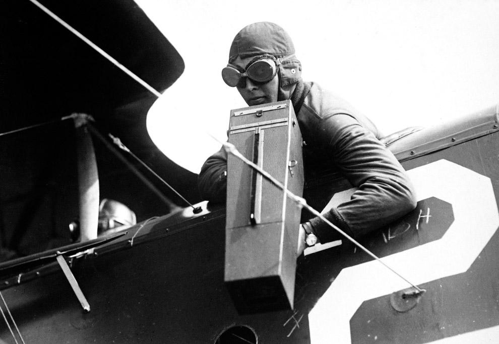 26. Британский одноместный биплан Airco DH.2 идет на посадку. (Фото Nationaal Archief):