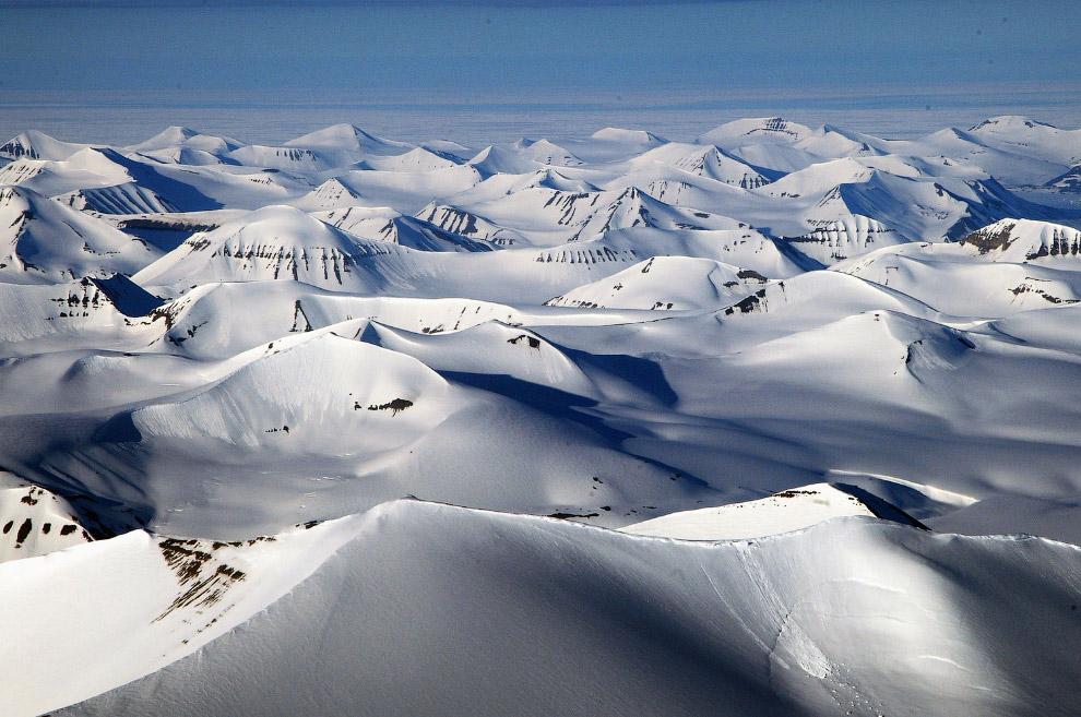 Шпицберген — место встречи холодного полярного воздуха с мягким и влажным морским воздухом с юга. Эт