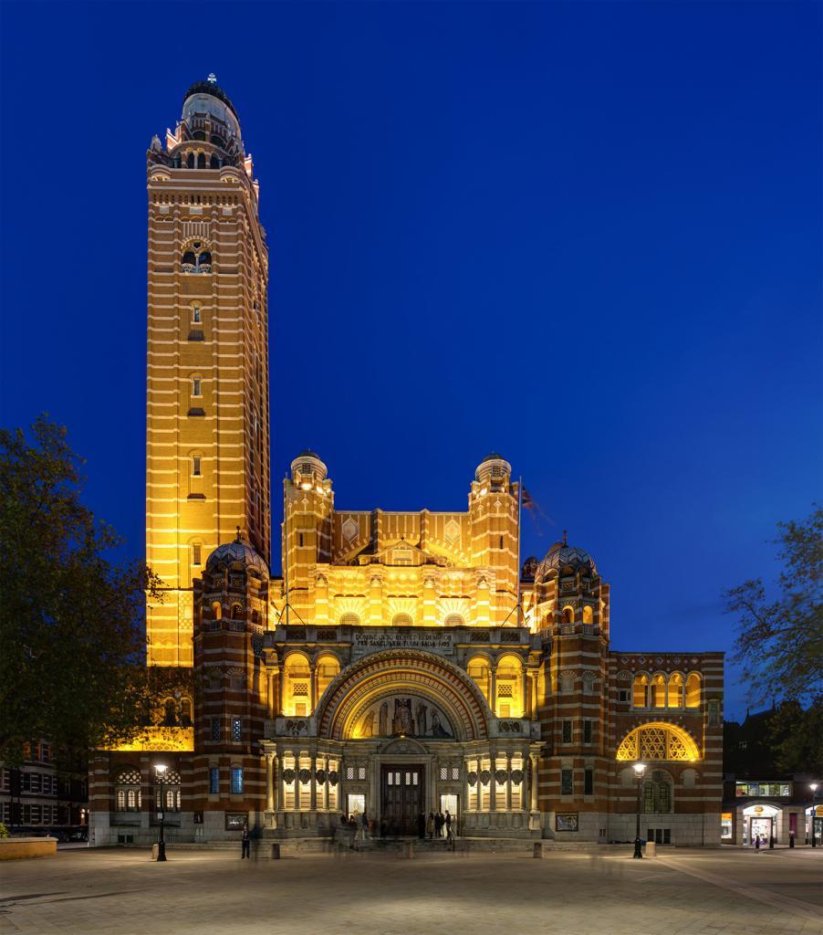 Великобритания. Лондон. Вестминстерский собор. Строительство здания, которое является главным ка