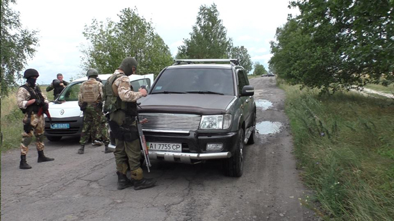 НаРовенщине СБУ задержала 3-х «защитников» незаконной добычи янтаря
