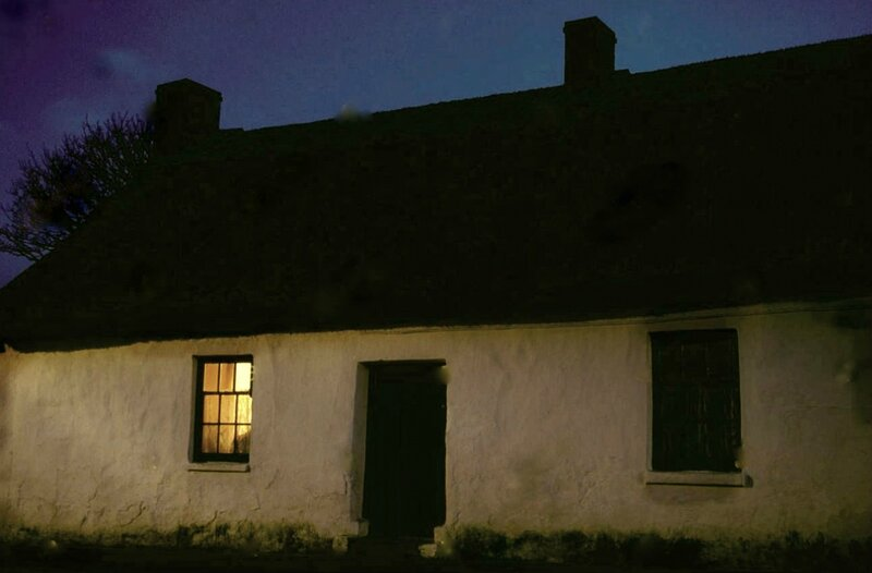 ardmore-county-waterford-ireland-cottage-at-night-EYA53Xйооо.jpg