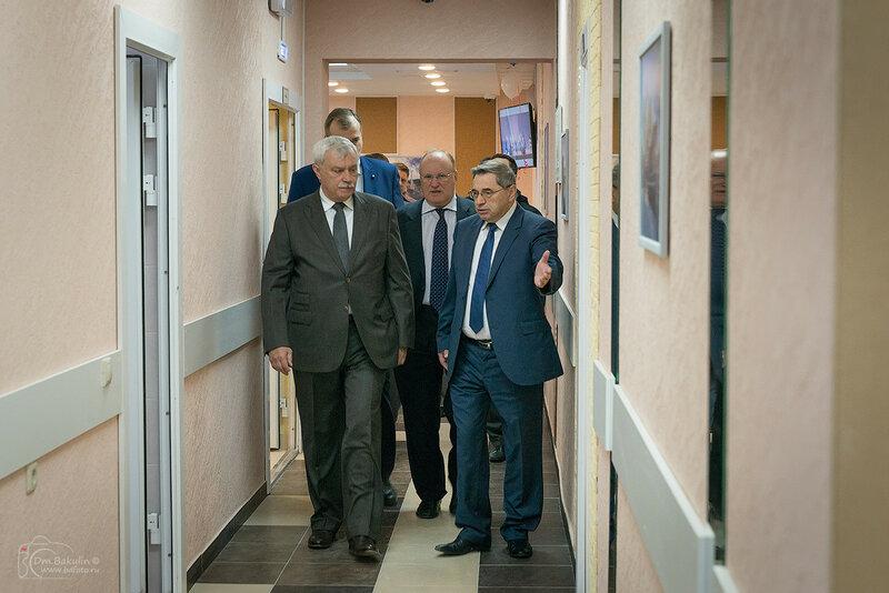 Георгий Сергеевич Полтавченко осматривает общежитие