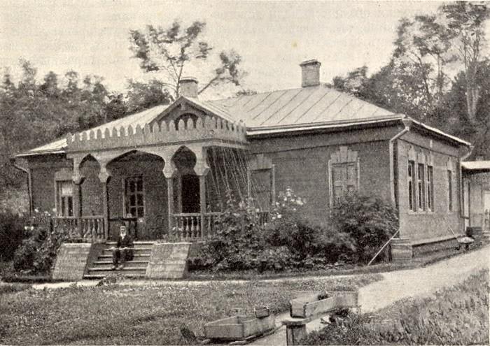 П.Е. Чехов на террасе мелиховского дома, 1892 г.