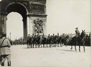 1919. Парад 14 июля. Британская кавалерия.  Елисейские поля, площадь Этуаль
