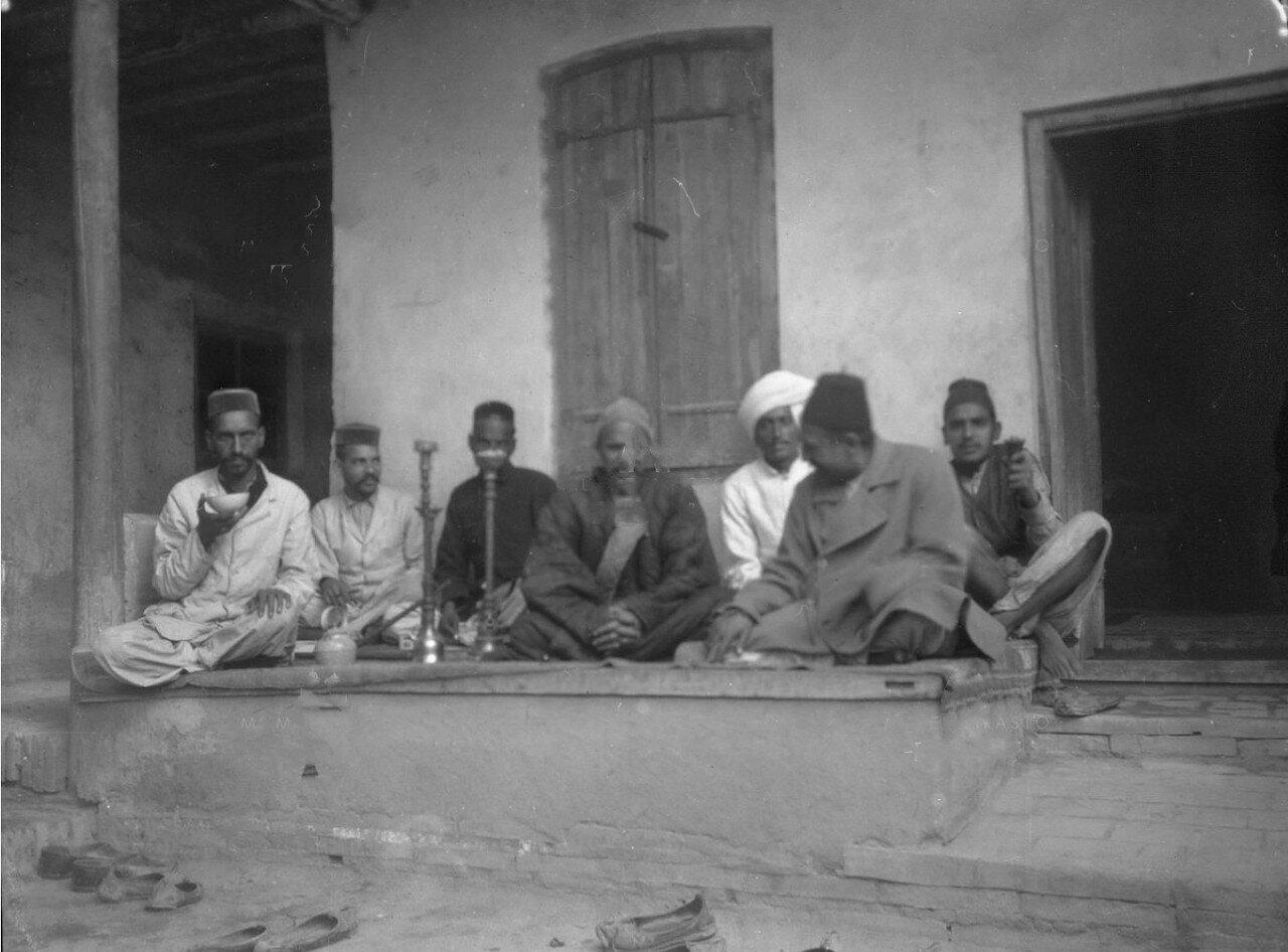Группа индусов-ростовщиков