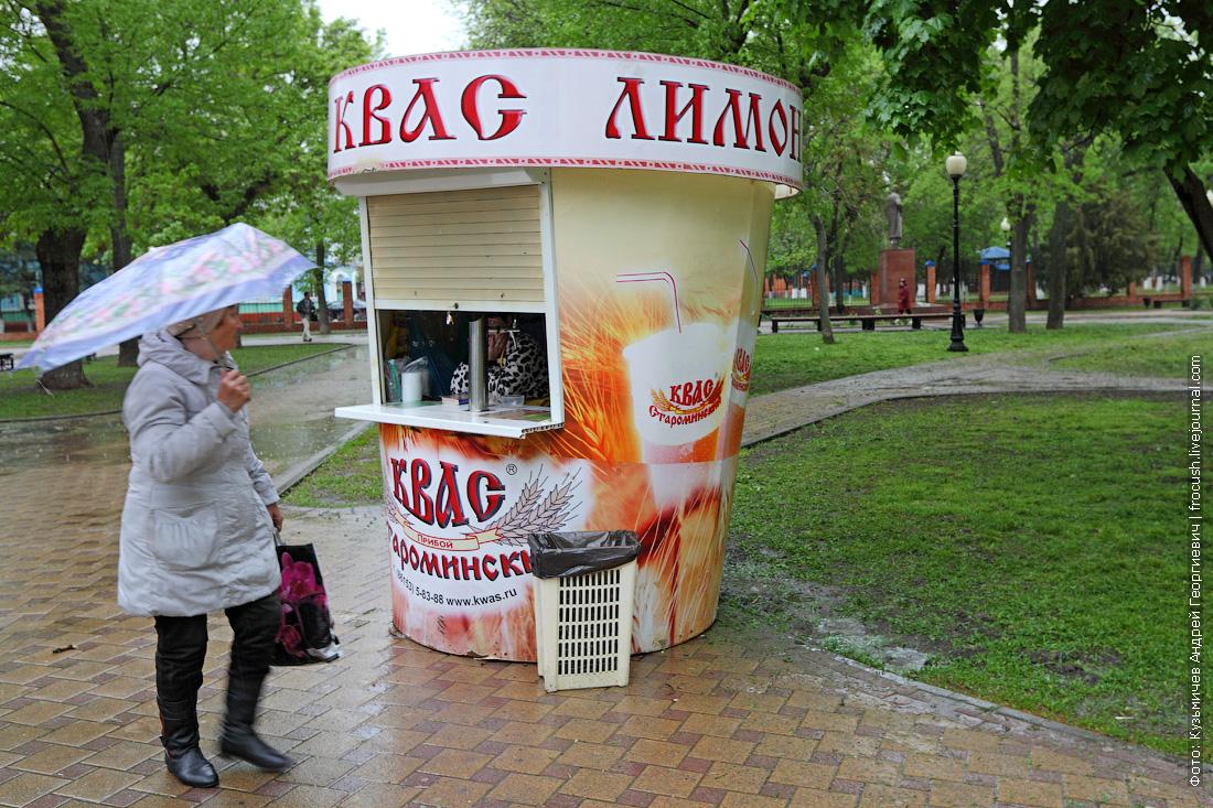 ларек по продаже прохладительных напитков в Ейске в виде стаканчика