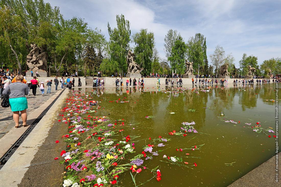 Прямоугольный бассейн на площади Героев