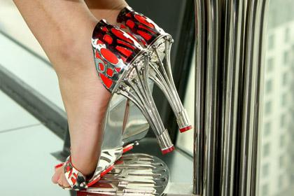 Дизайнер сделал туфли с тысячелетней гарантией