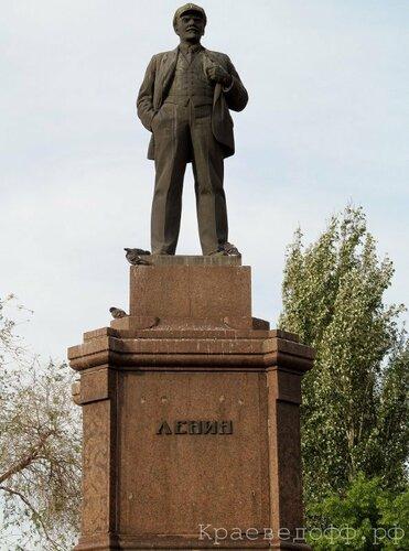 Памятник Ленину. Площадь Революции
