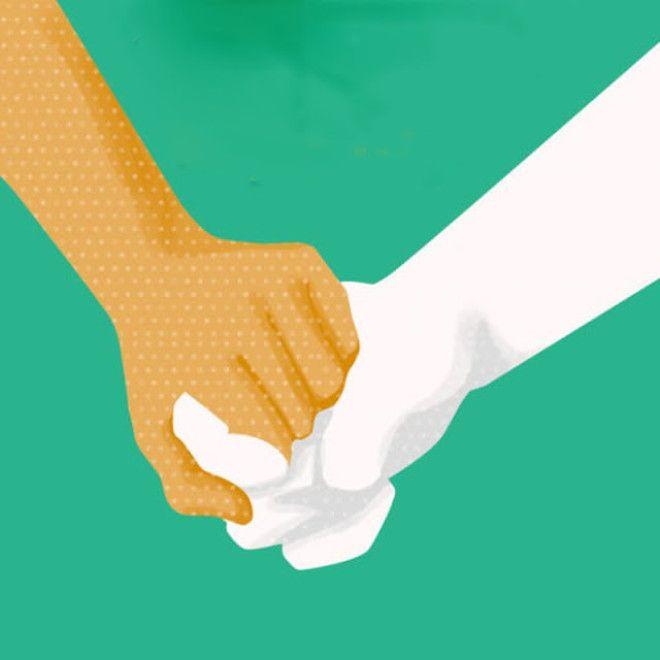 Этот способ держаться за руки считается самым распространенным. Достаточно обратить внимание на свад