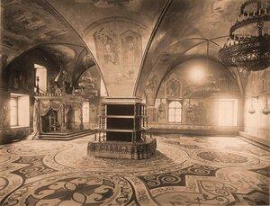 Интерьер Грановитой палаты (построена в 1487-1491 гг. итальянскими архитекторами Марком Фрязиным и Пьетро Антонио Солари).
