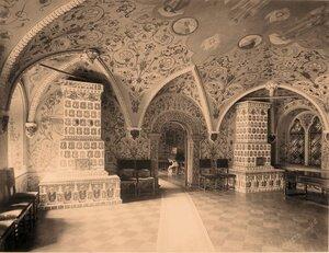 Вид изразцовых печей в Парадных сенях Теремного дворца в Кремле.