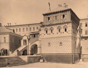 Вид здания музея Дом бояр Романовых (Палаты в Зарядье) на Варварке.