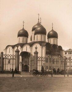 Вид на Успенский собор в Кремле (построен в 1475-1479 гг. итальянским архитектором Аристотелем Фьораванти).