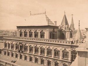 Вид верхней части здания Теремного дворца в Кремле.