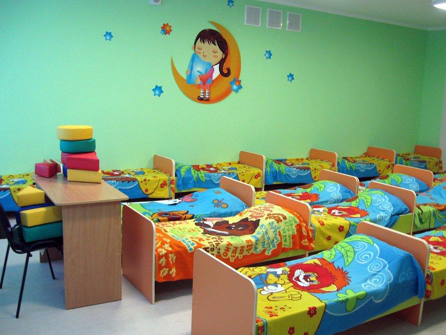 Около 500 000 русских детей стоят вочереди вдетский парк