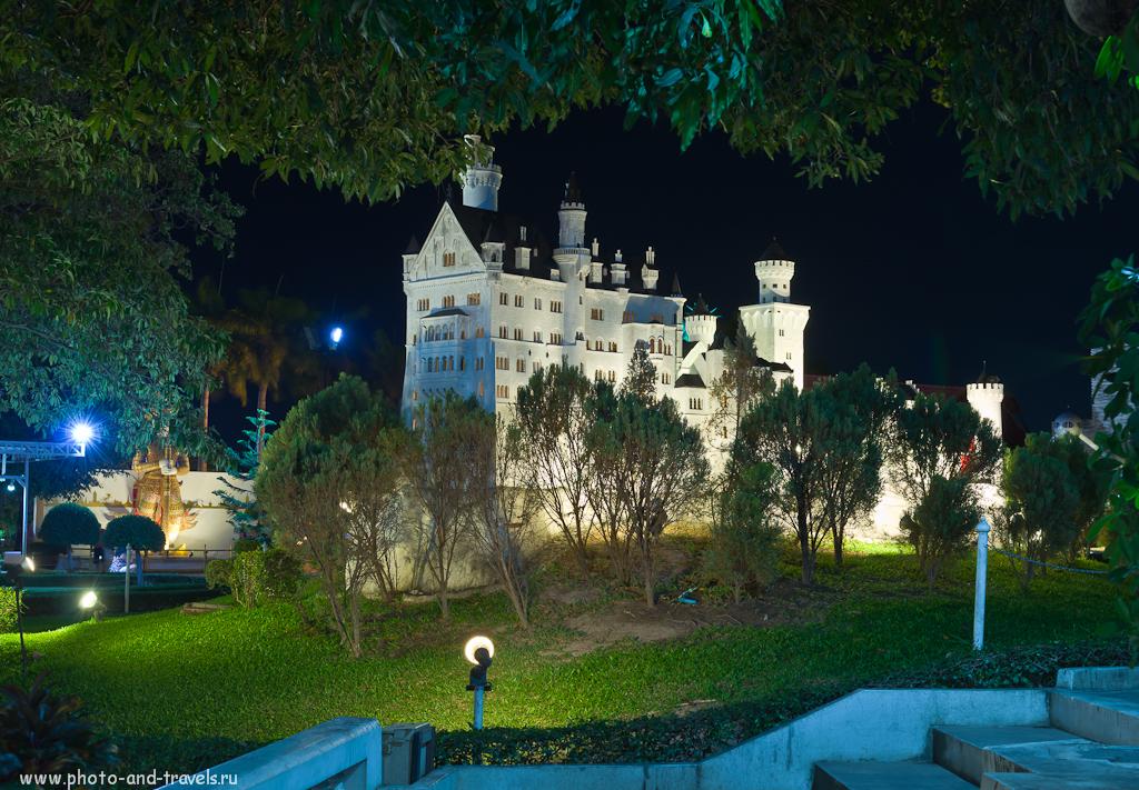 """Копия немецкого замка Нойшванштайн (Schloss Neuschwanstein) в парке """"Мини Сиам"""" в Паттайе. Мы съездили сюда самостоятельно, когда отдыхали в Таиланде во второй раз. Снято на любительскую зеркалку Nikon D5100 с объективом Nikon 17-55mm f/2.8G."""