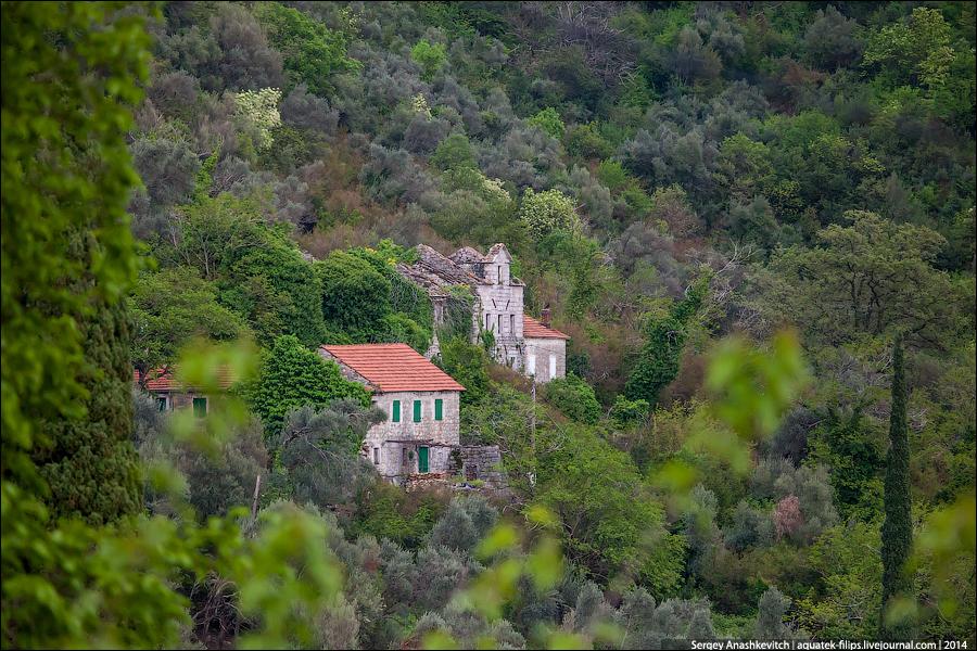 Заброшенная деревня в Черногории