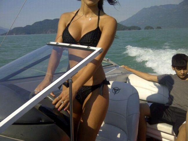Картинки Смехота-21: Девушка на лодке