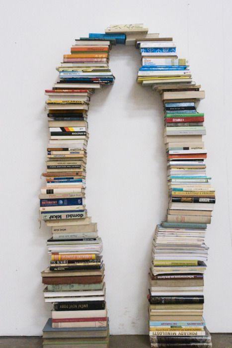 Картинки Смехота-21: стопка из книг