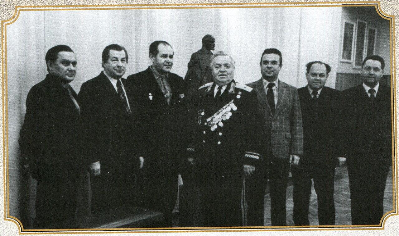 1970-е. Руководство и ветераны Управления УКГБ по Ворошиловградской области