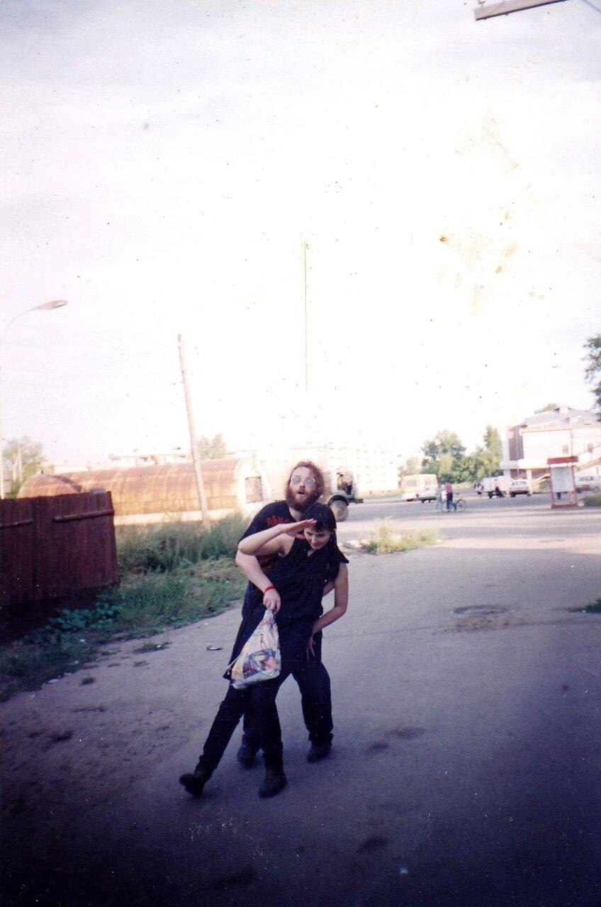 1997-1998. Усолье. После репетиции группы «Флирт». Отдыхаем хорошо