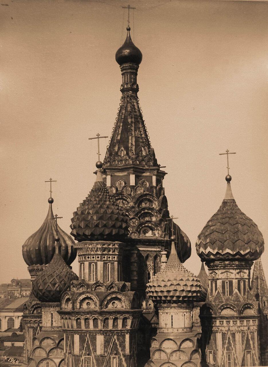 Вид куполов и барабанов Покровского собора