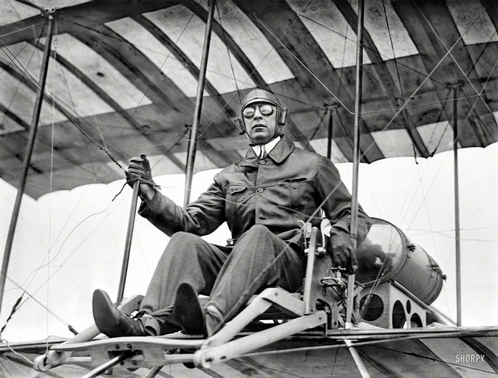после получения фотографии летчиков героев лифт начала века глаза боятся, руки