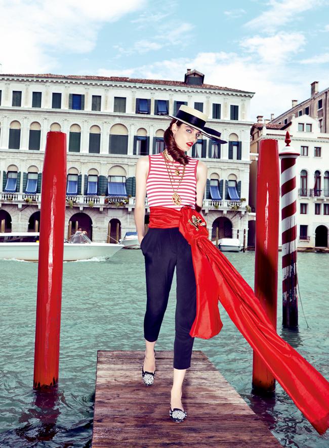 Модель Zuzanna Bijoch в венецианской фотосессии
