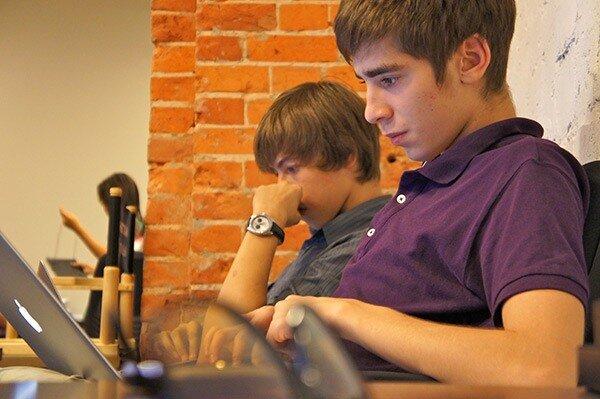 Дмитрий Кузнецов, видео-редактор, в Твиттере @kuznetsov_dm