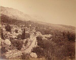 Вид жилых домов по дороге в Симеиз.
