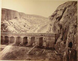 Мост в ущелье близ каменоломни.