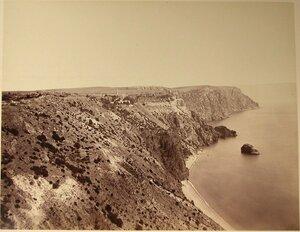 Скалы у моря около мыса Фиолент; на втором плане - Георгиевский мужской монастырь.