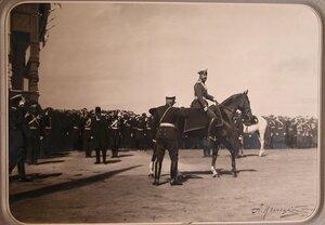 Император Николай II на коне перед началом парада