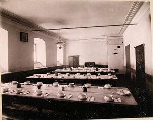 Вид части столовой училища.
