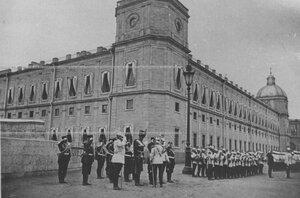 Церковный парад полка перед Гатчинским дворцом.