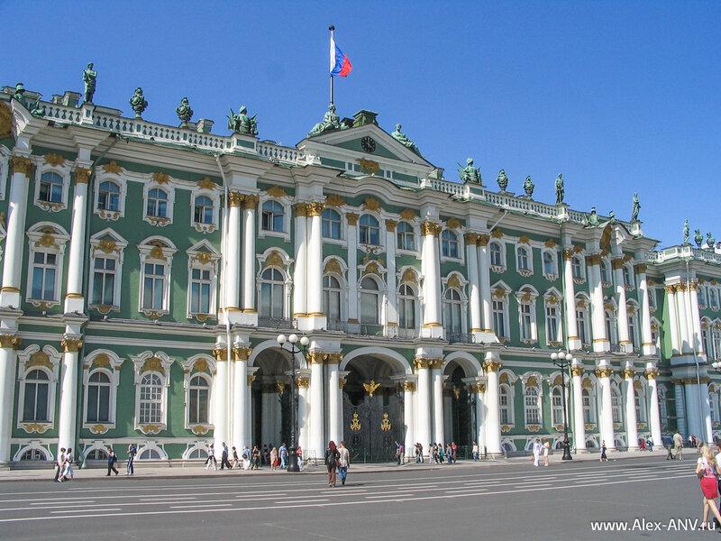 Зимний Дворец, парадный вход, точнее парадные ворота. Именно их штурмовали в 1917 году
