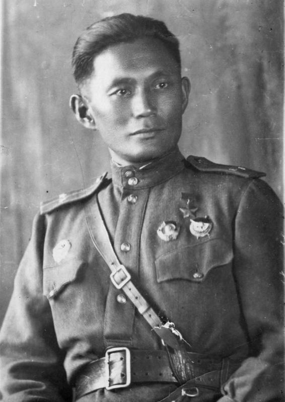 Герой Советского Союза снайпер Жамбыл Ешеевич Тулаев.jpg