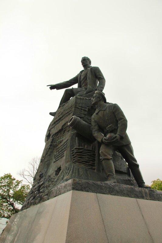 Памятник В.А.Корнилову