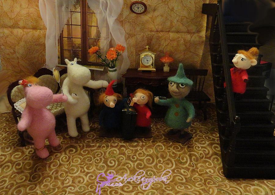 малыши мумики в гостиной.jpg