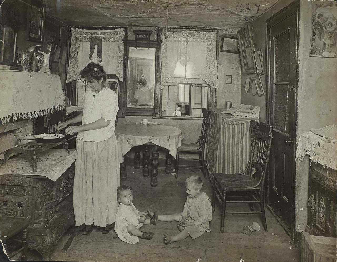 Жители доходных домов. 1918