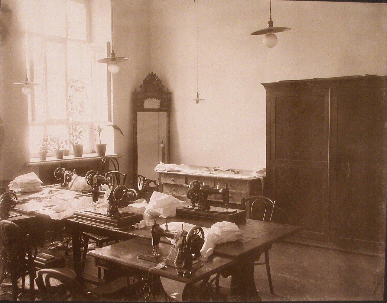 14. Вид части швейной мастерской института