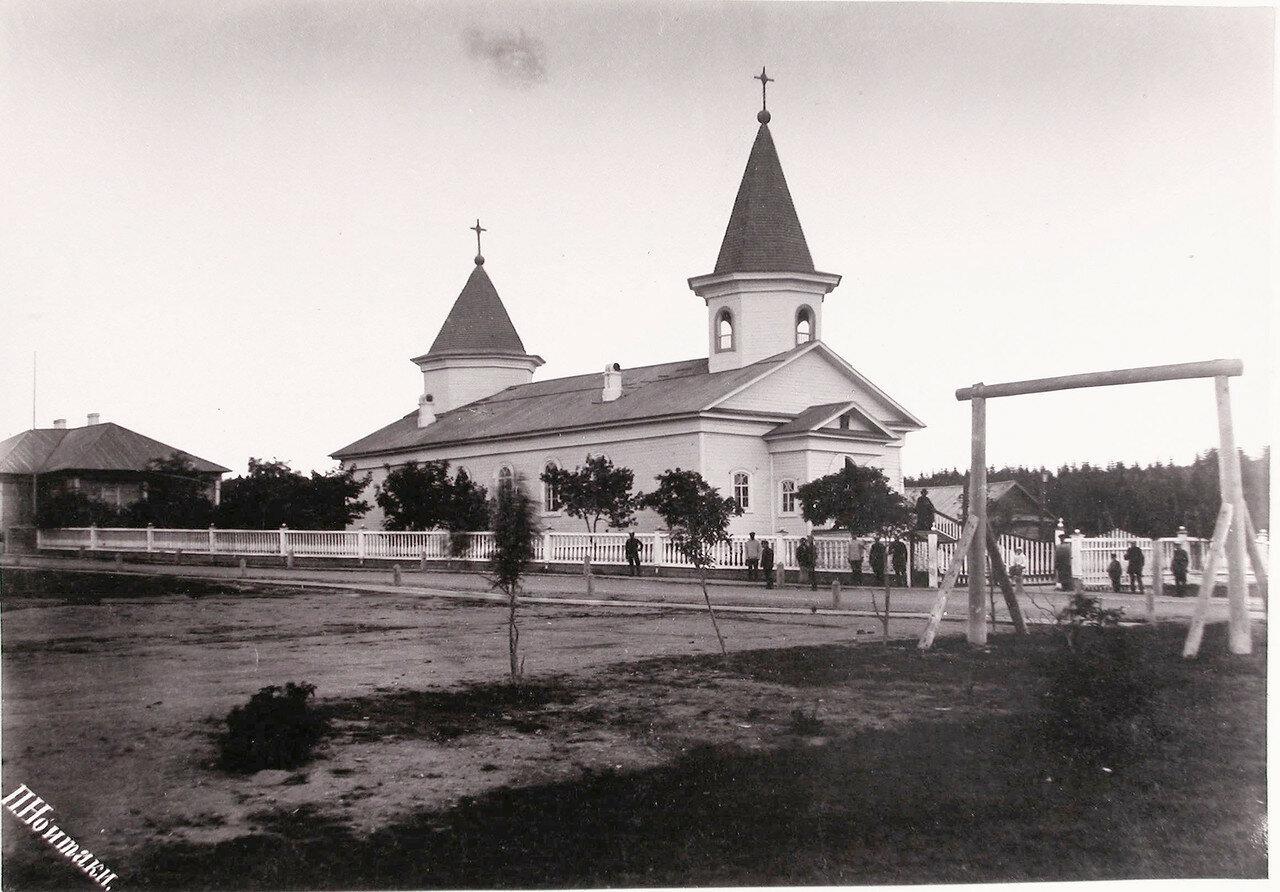 32. Вид на церковь