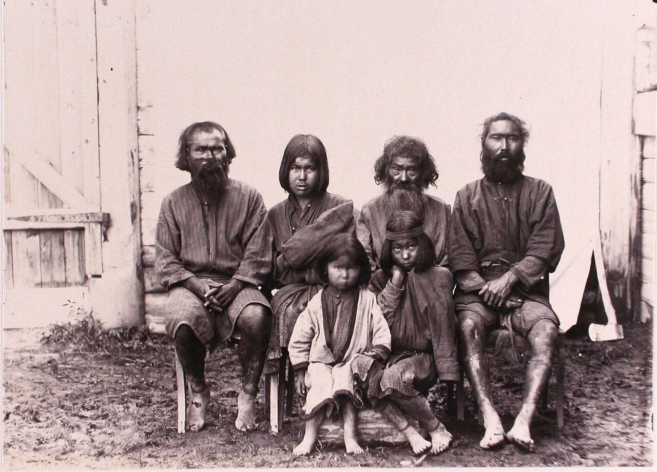 62. Группа местных жителей-айнов