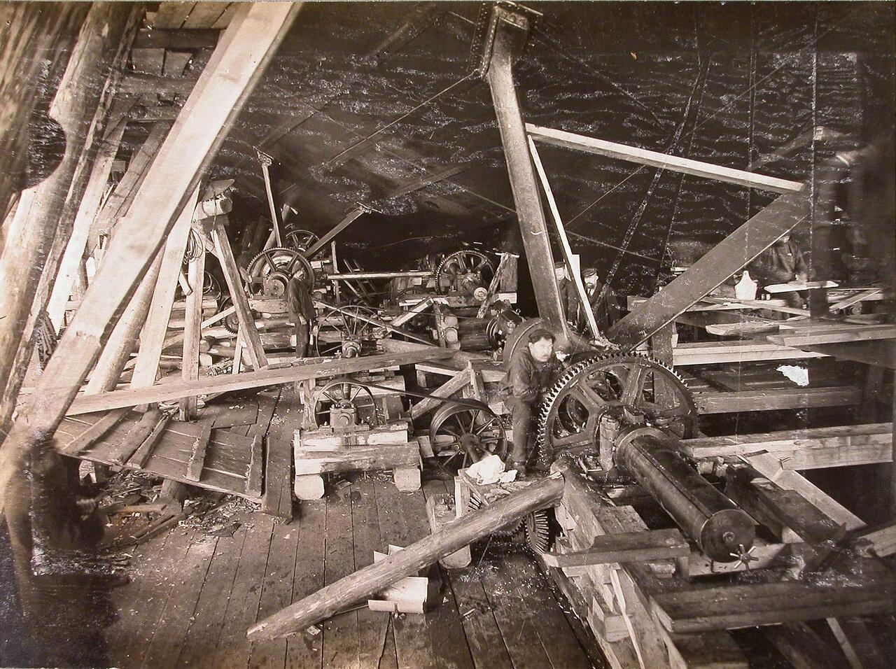 30. Вид приспособления для расточки кронштейнов строящегося линейного корабля «Полтава». 10 июня 1911 г.