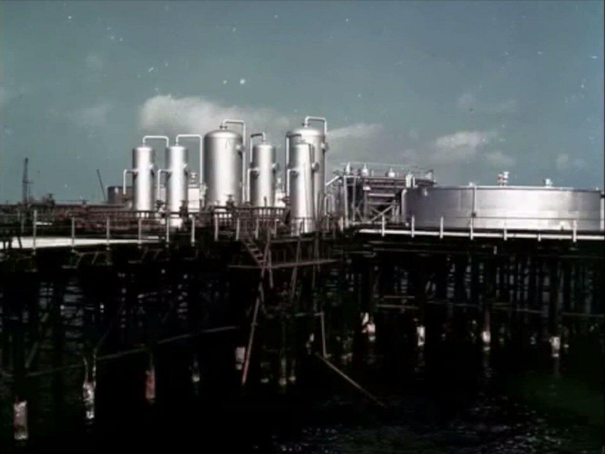 Азербайджан. Баку. Нефтеперерабатывающий завод