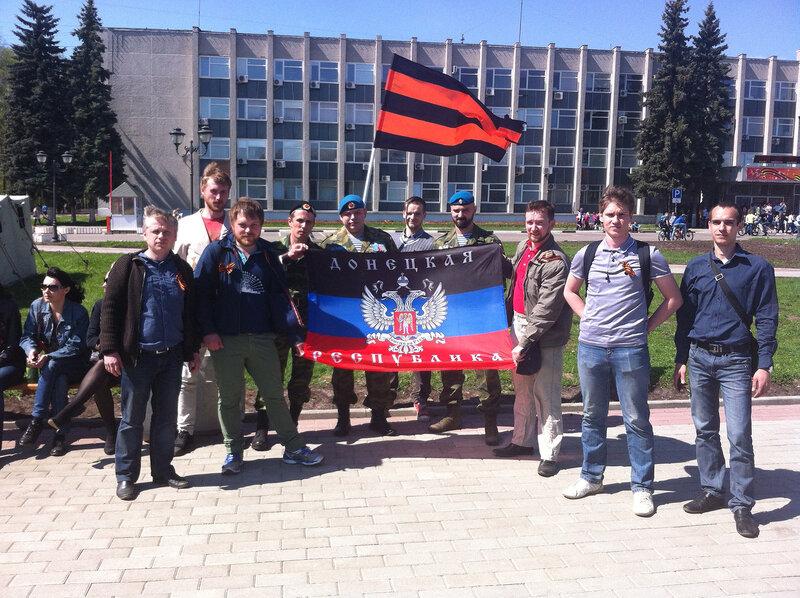 Сергиев посад поддерживает Донбасс вблизи здания Администрации