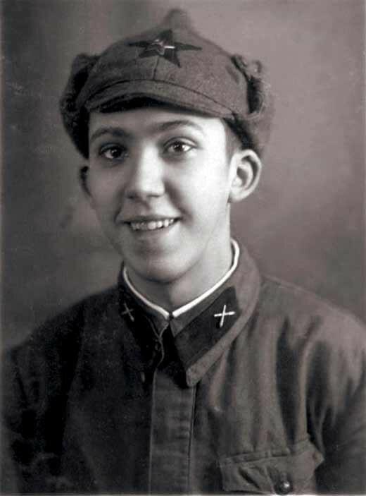 Фото 4 - Юрий Никулин - 1940 год.jpg